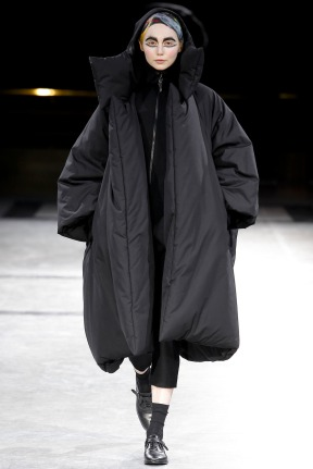 yohji-yamamoto-fall-winter-2014-2015-crazy-womens-fashion-1